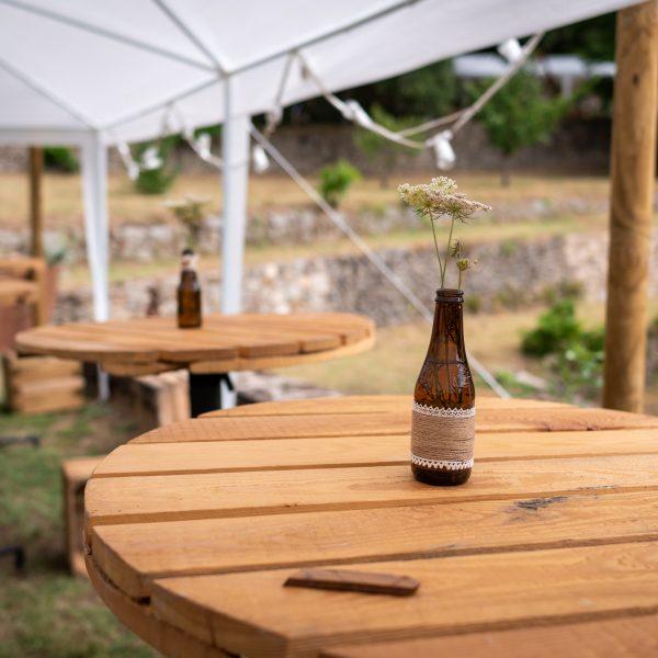 mange debout table haute bois location mariage événement
