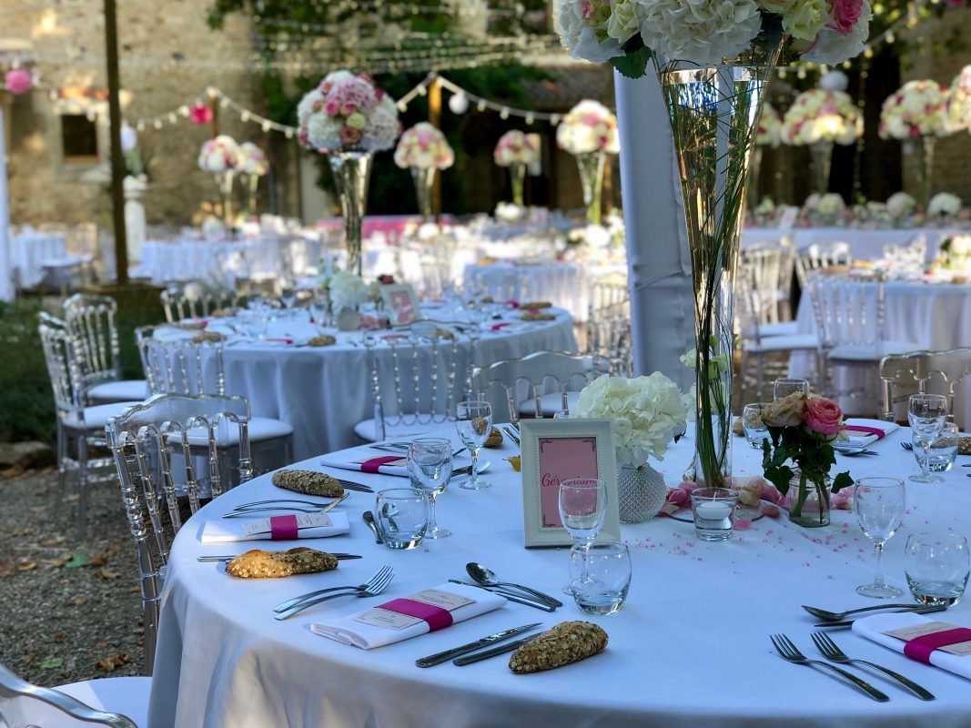 Chaise Napoléon Crystal Blanche Location mobilier mariage repas traiteur Montpellier