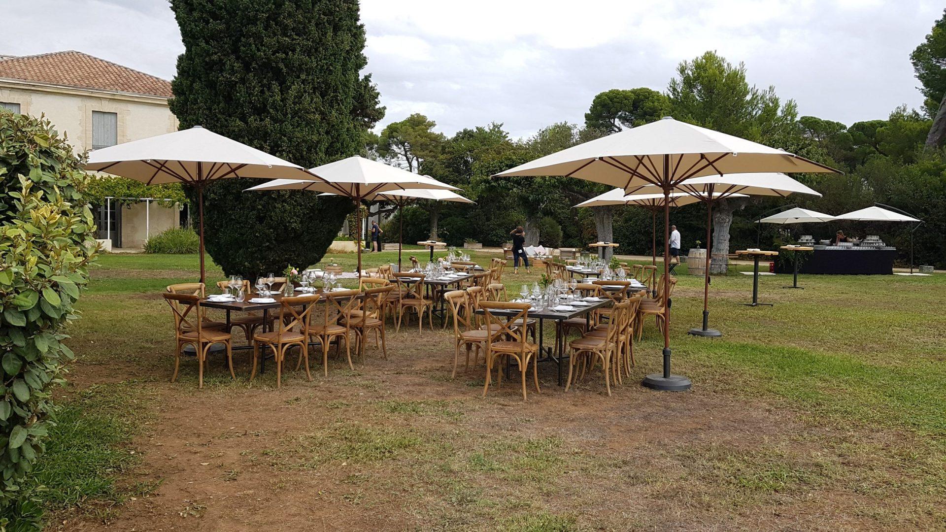 parasol repas mariage location chaise Hérault décoration