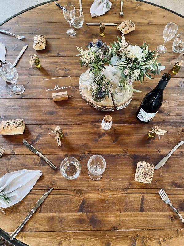 repas mariage location table ronde traiteur sud de France mobilier authentique