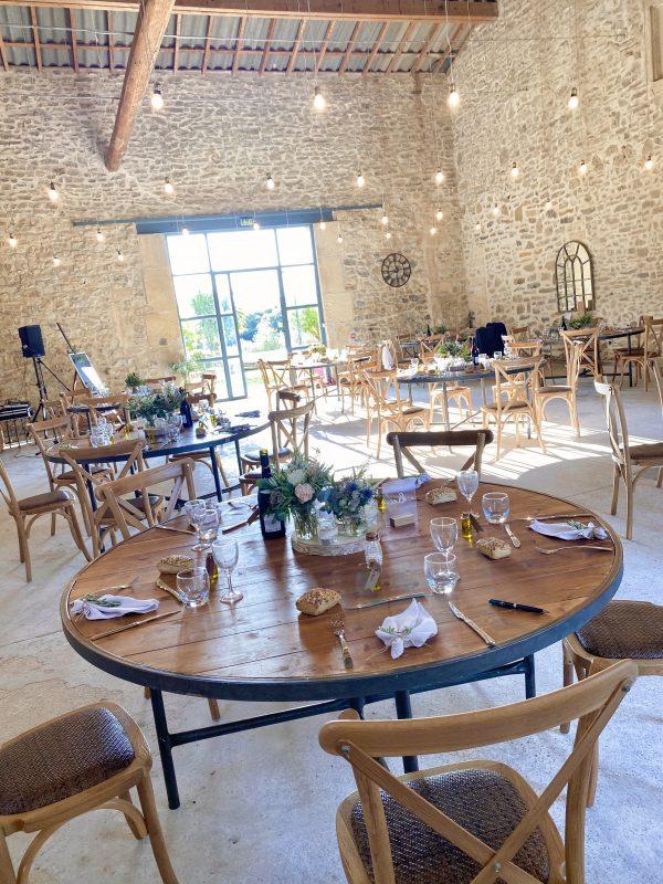table ronde repas mariage location mobilier bois sud de France domaine st germain traiteur