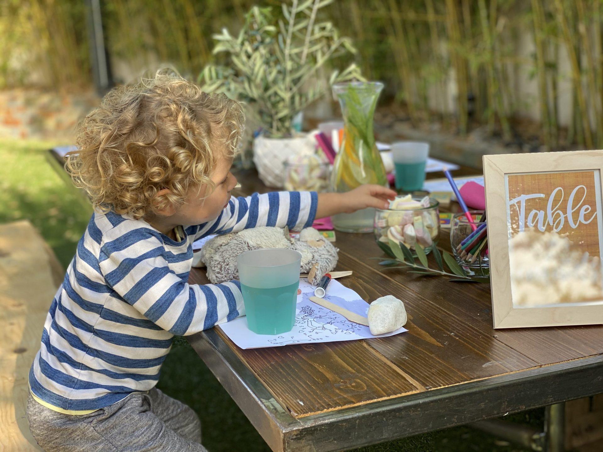 mobilier bois enfant mariage location table repas traiteur bohème authentique