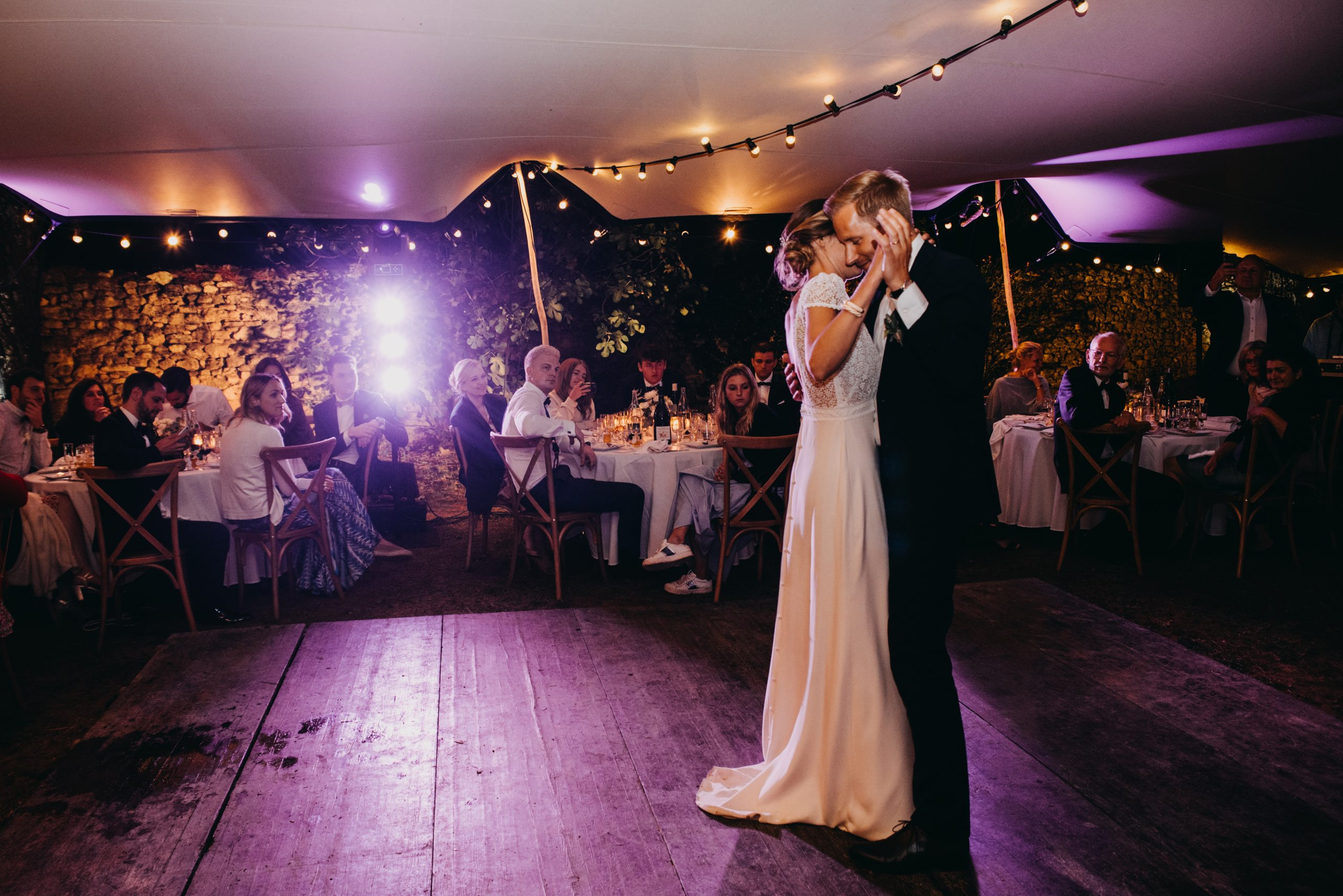 ouverture de bal mariage tente stretch plancher en bois danse des mariés location mobilier décoration south of france