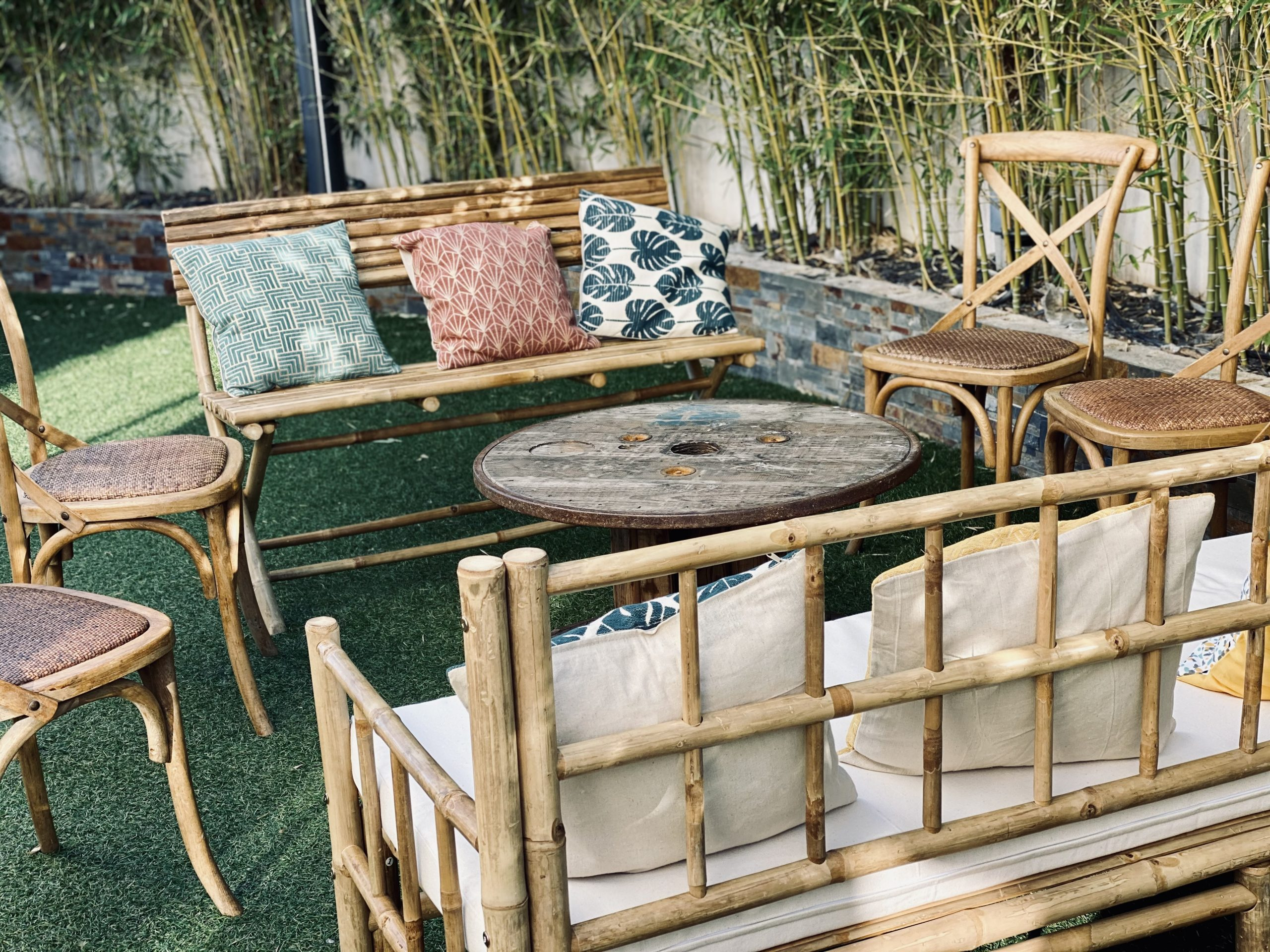 Mobilier bambou longe mariage cocktail cérémonie vin d'honneur location décoration Occitanie